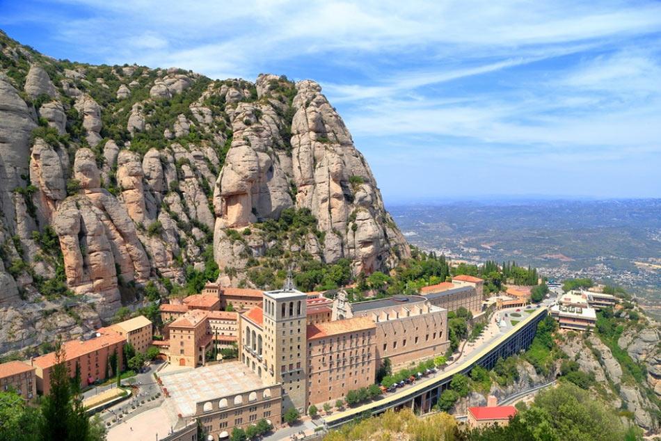 Монастырь Монтсеррат - интересное место, куда съездить из Салоу самостоятельно