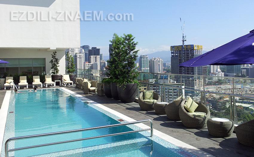 """На фото бассейн на крыше отеля """"Mercury"""", Куала Лумпур"""