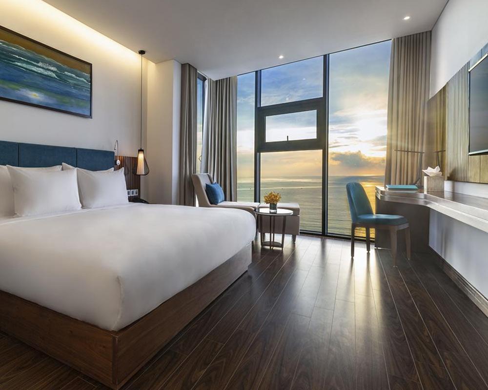 Новый отель Maximilan с видом на море