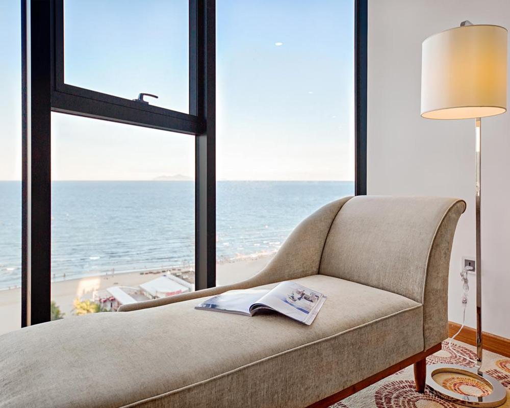 Вид на море из номера отеля Paris Deli в Дананге