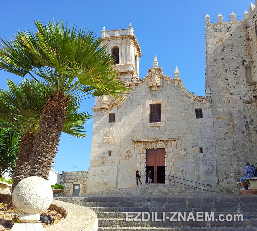 Церковь Санта Мария в исторической части Пеньисколы.