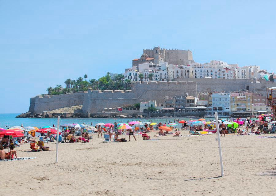 Вид на замок и крепостные стены. Пеньискола