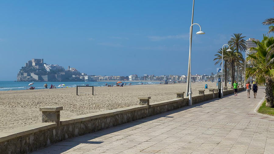 Набережная вдоль пляжей в Пенисколе