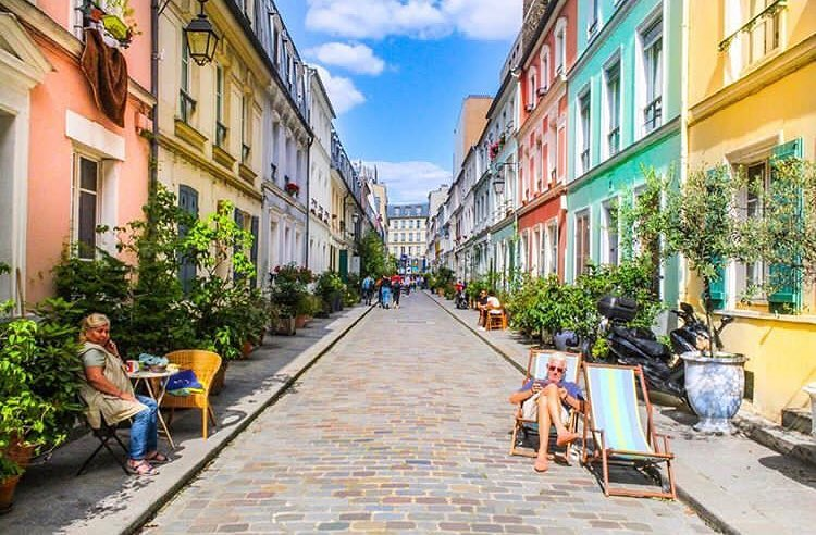 Улица Кремье в Париже - улица с разноцветными домами