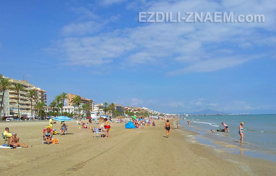 Городской пляж в Пенисколе, Испания