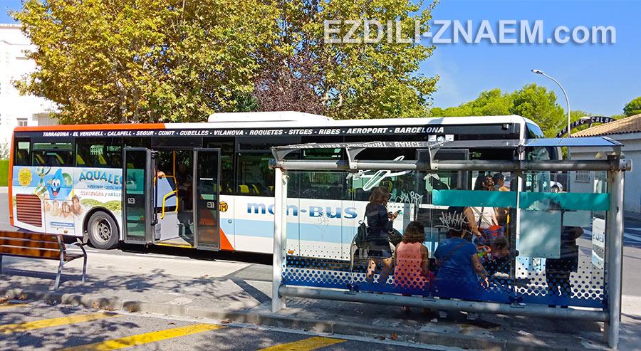 Автобус компании Mon-Bus ездит в Калафель из аэропорта Барселоны