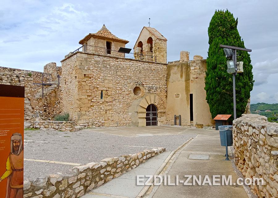 Двор в замке Sant Crue, Калафель