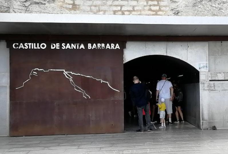 вход на лифт в крепость Санта-Барбара, Аликанте