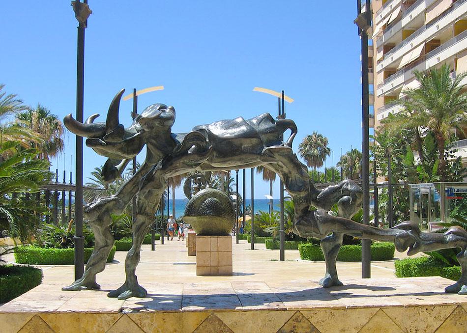 Достопримечательности Марбельи: скульптуры Сальвадора Дали