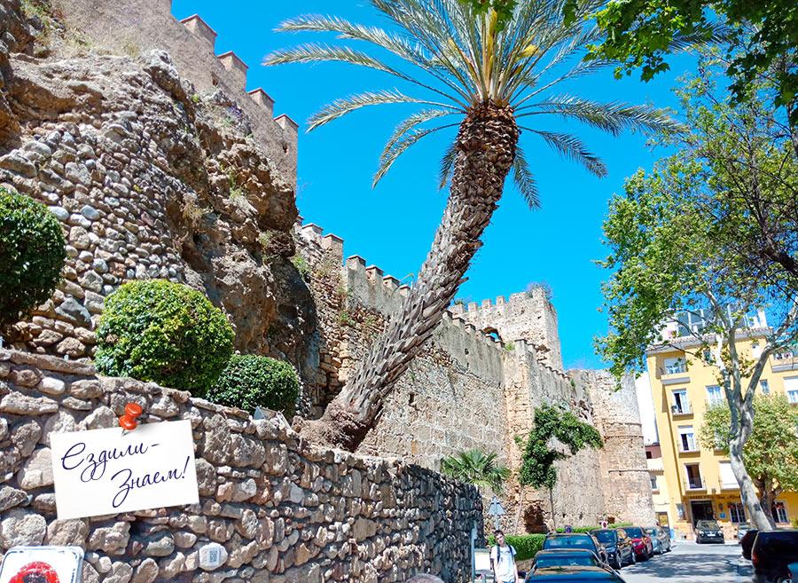 Крепостные стены в центре Старой Марбельи