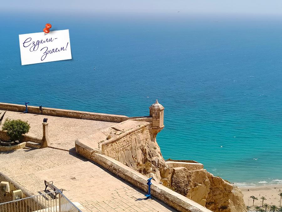 С крепости открываются потрясающие виды на море