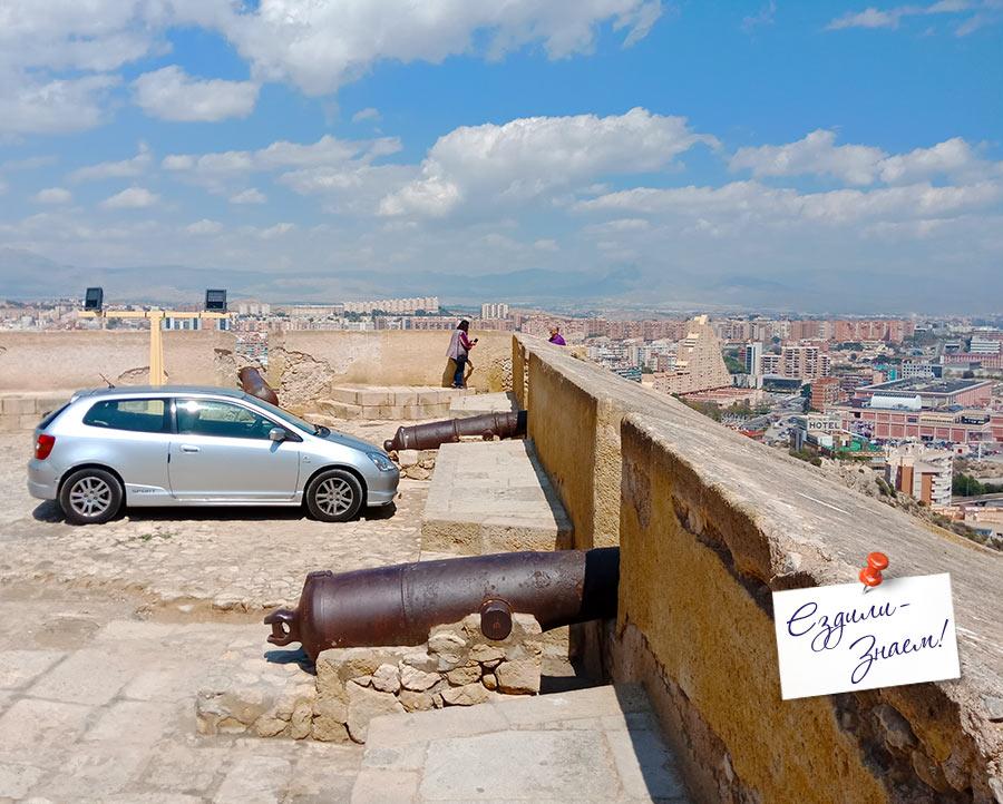 Вид на Аликанте с крепостной стены