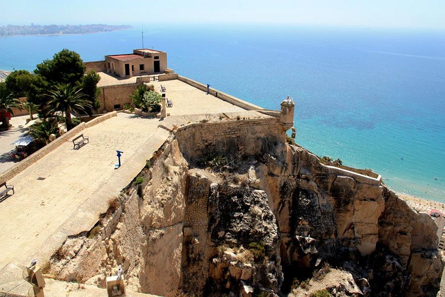 одна из верхних смотровых площадок замка Санта Барбара, Аликанте
