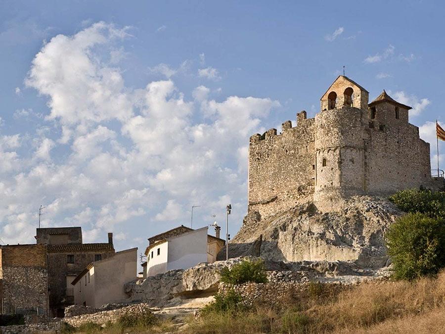 Замок на холме в старом Калафеле