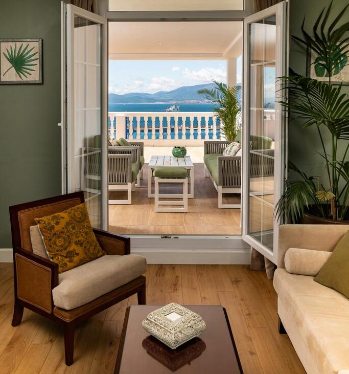 Вид на море из номера отеля Rock в Гибралтаре