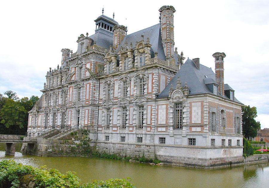 Замок Бомениль