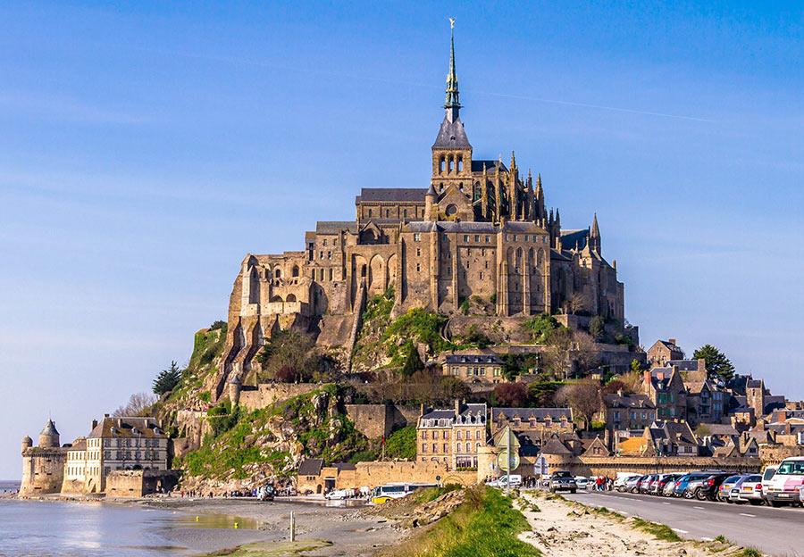 Купить замок во франции на берегу моря недвижимость о оаэ