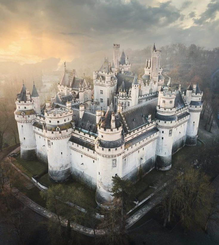 Замок Пиерфон (Pierrefonds), Франция