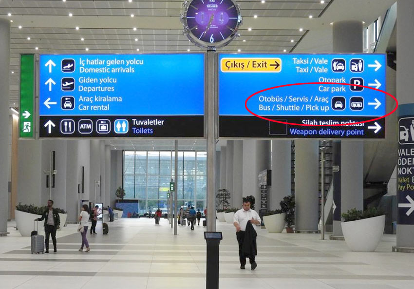 Указатели к автобусному терминалу в новом аэропорте Стамбула