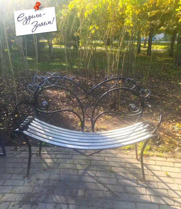 Красивые скамейки на улицах Казани