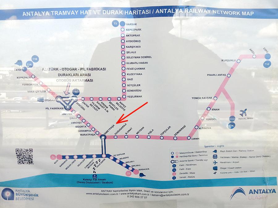 Внутри трамвая из аэропорта Антальи в город