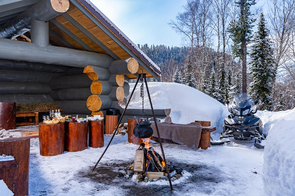 Зимний пикник, Altay Village