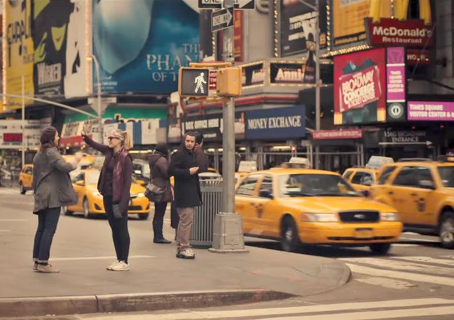 """Фильм про Нью-Йорк, """"Госпожа Америка"""", 2015"""