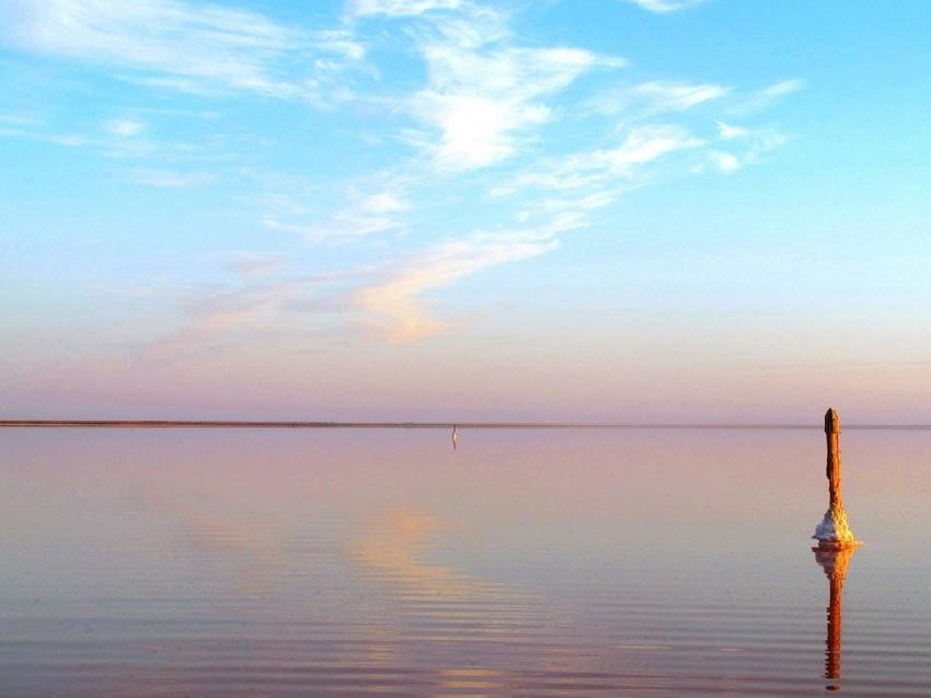 Розовое озеро Эльтон в России