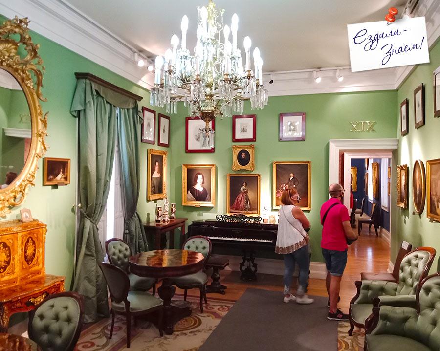 Зал литературы и театра в музее Романтизма