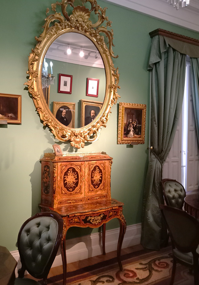 Туалетный столик Каролины Коронадо