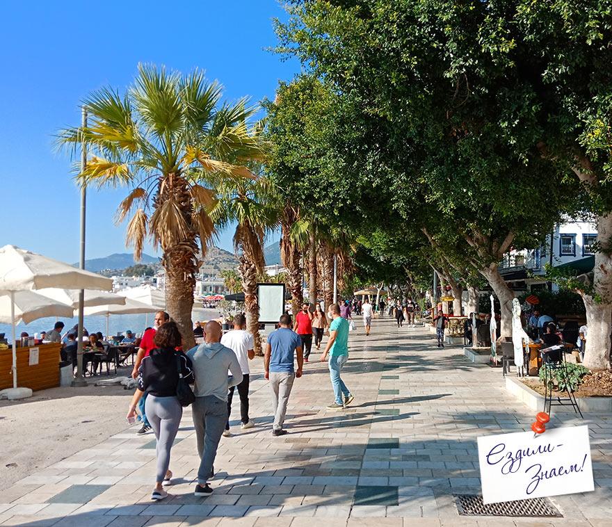 Набережная вдоль городского пляжа Бодрума