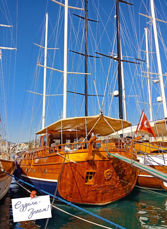 Яхта в бухте Бодрума