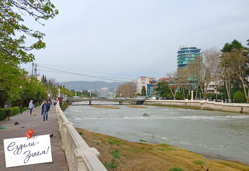 Набережная реки Сочи