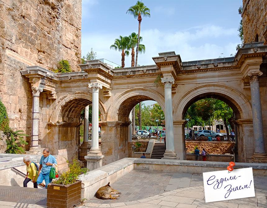 Античные ворота Адриана в Анталье