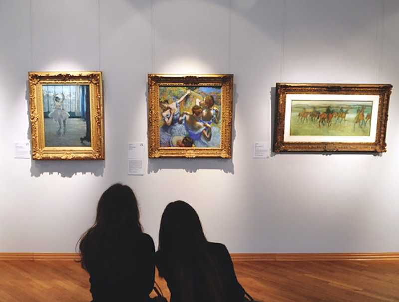 В галерее искусства стран Европы и Америки