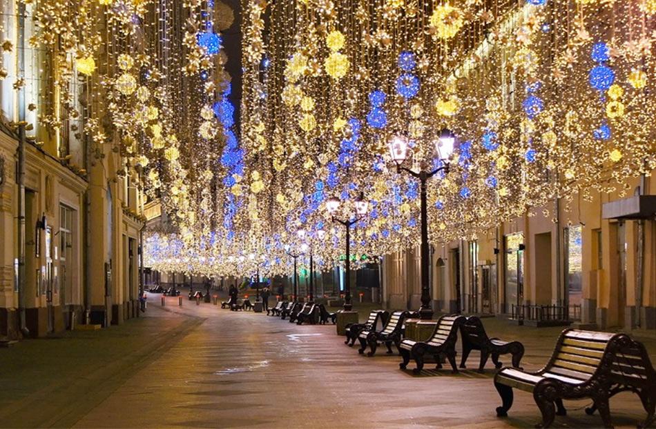 Никольская улица ночью
