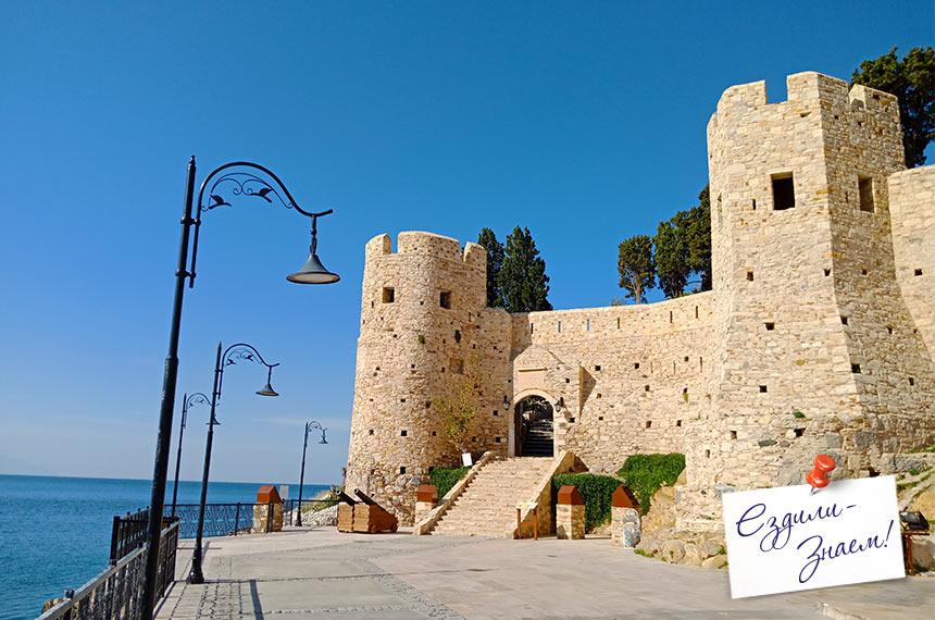 Старая крепость на Голубином острове, Кушадасы, Турция