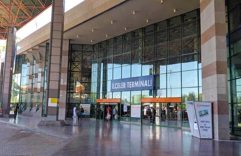 Вход в пригородный терминал автовокзала Анталии