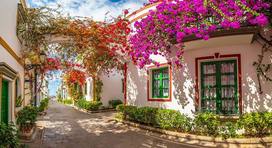 Цветы на улицах Пуэрто де Моган