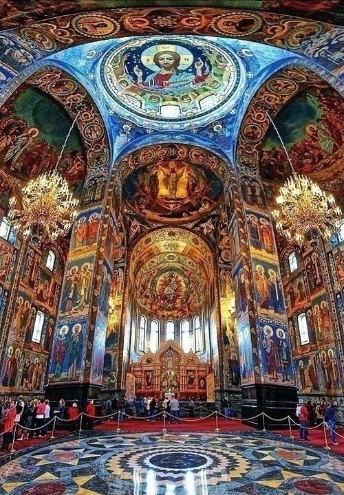 Внутри Храма Спас-на-Крови в Петербурге